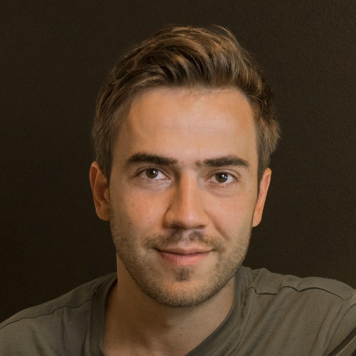 Dennis Ivanov (Ivy)